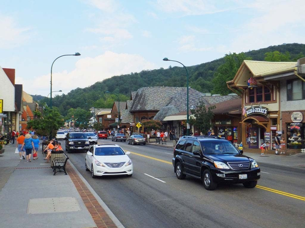 Downtown Gatlinburg Mountain Mall Webcam